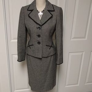 Beautiful Arthur S Levine Tahari skirt suit